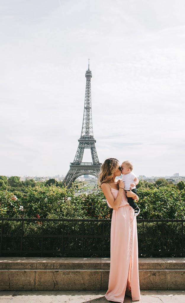mom_and_baby_eiffel_tower1.jpg
