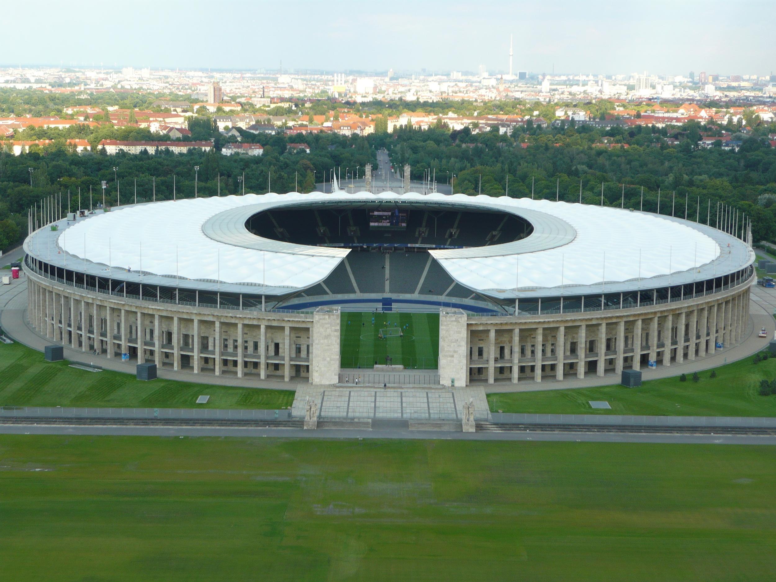 Stade_Olympique_Berlin_Ext.JPG