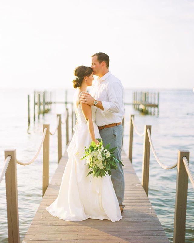 The gentlest of wedding day moments! ❤️ @kellynburrell @seancb11 // Florals: @floralsbythesea // Venue: @destinbayhouse // HMUA: @destinmobilemakeupbox