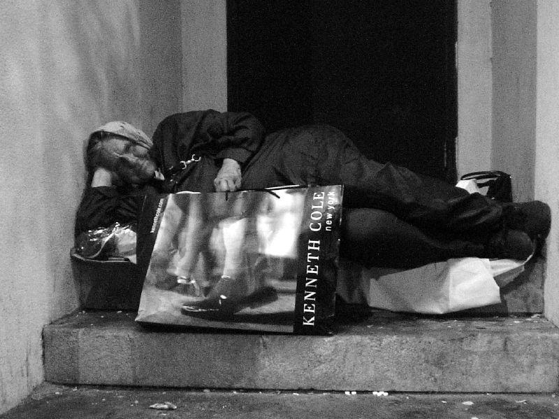 Melina Paez 2005 Homeless Kenneth Cole Rosie.jpg