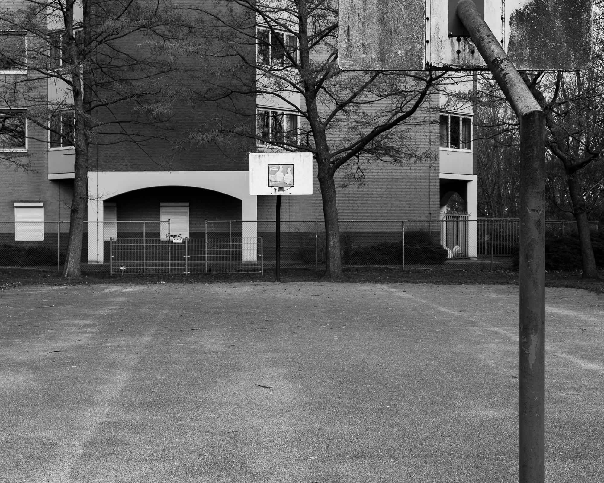 Basketbalveld langs de Waddenweg