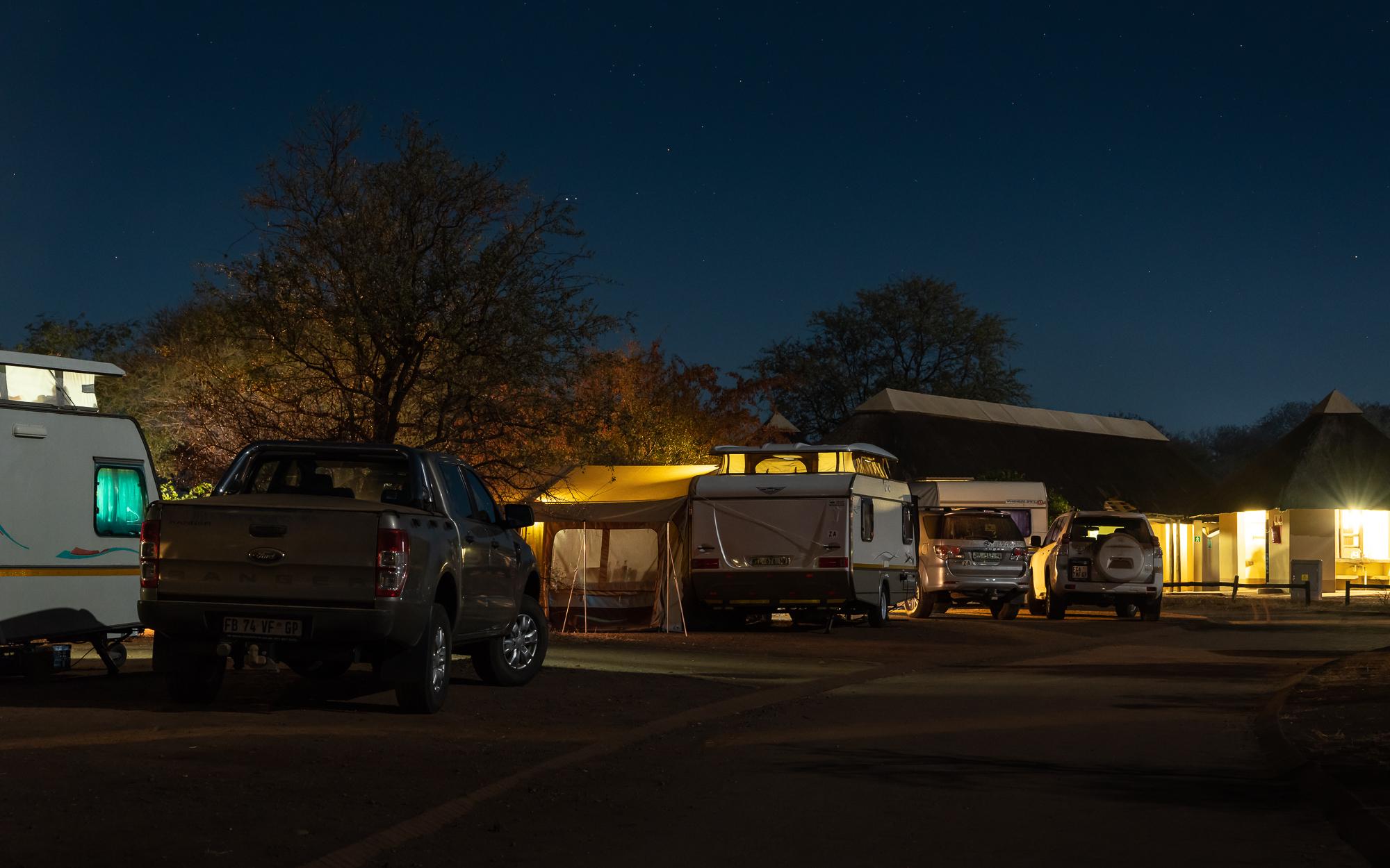 4 tennisbanen vol. Satara rest camp, Kruger
