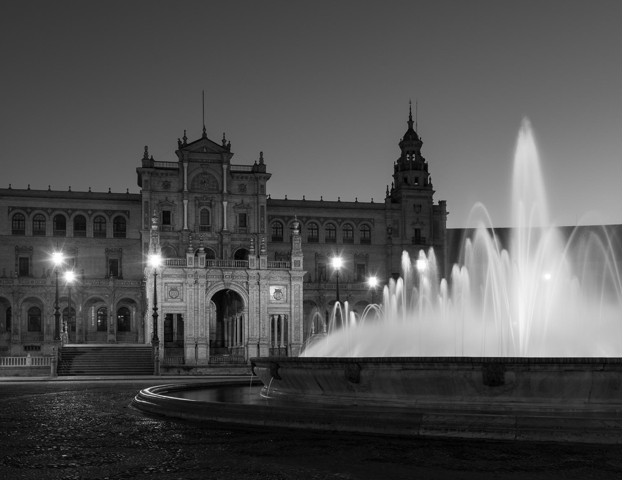 De fontein voor het Plaza de Espana