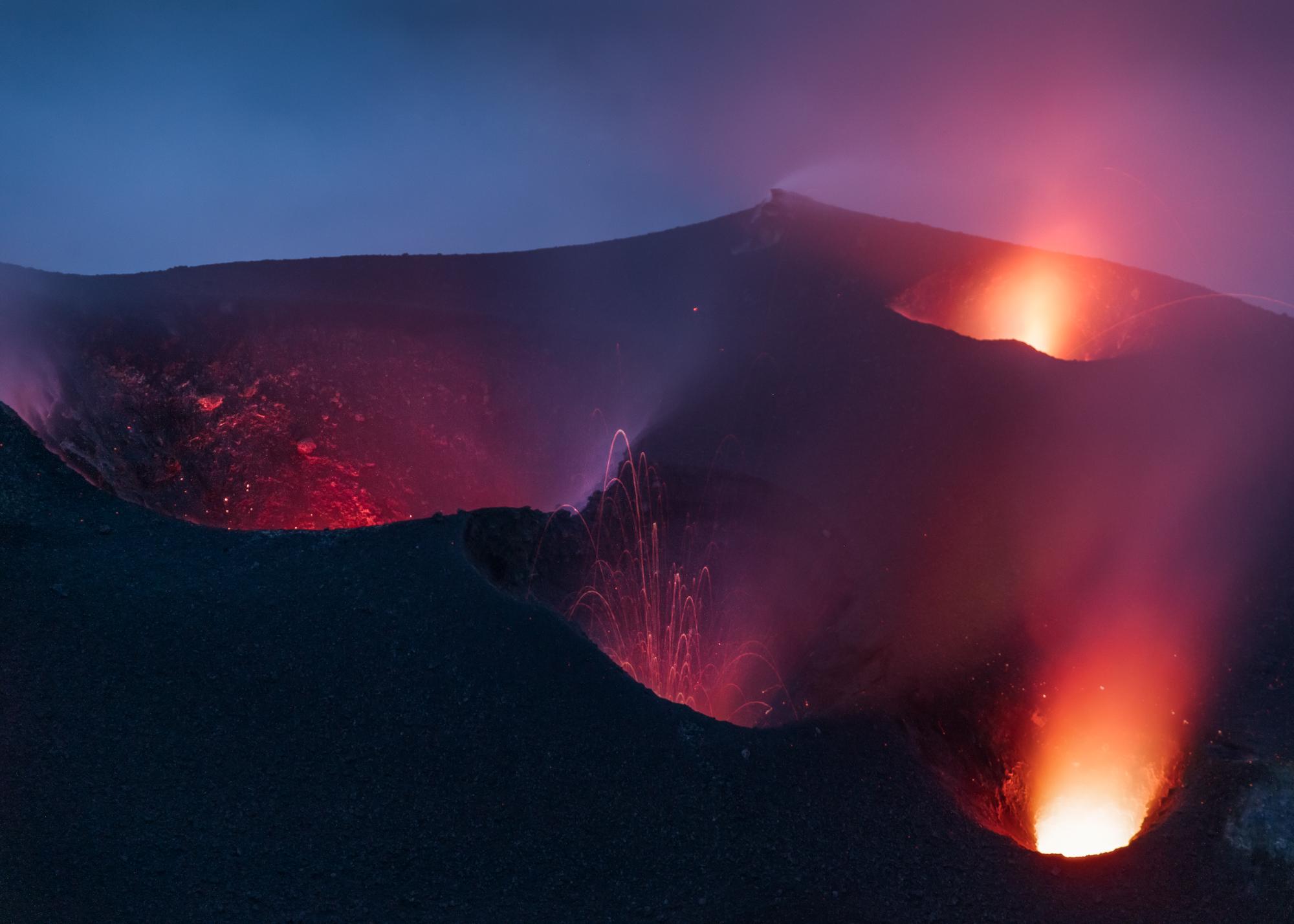 Stromboli in de avond. Een foto uit Mordor?
