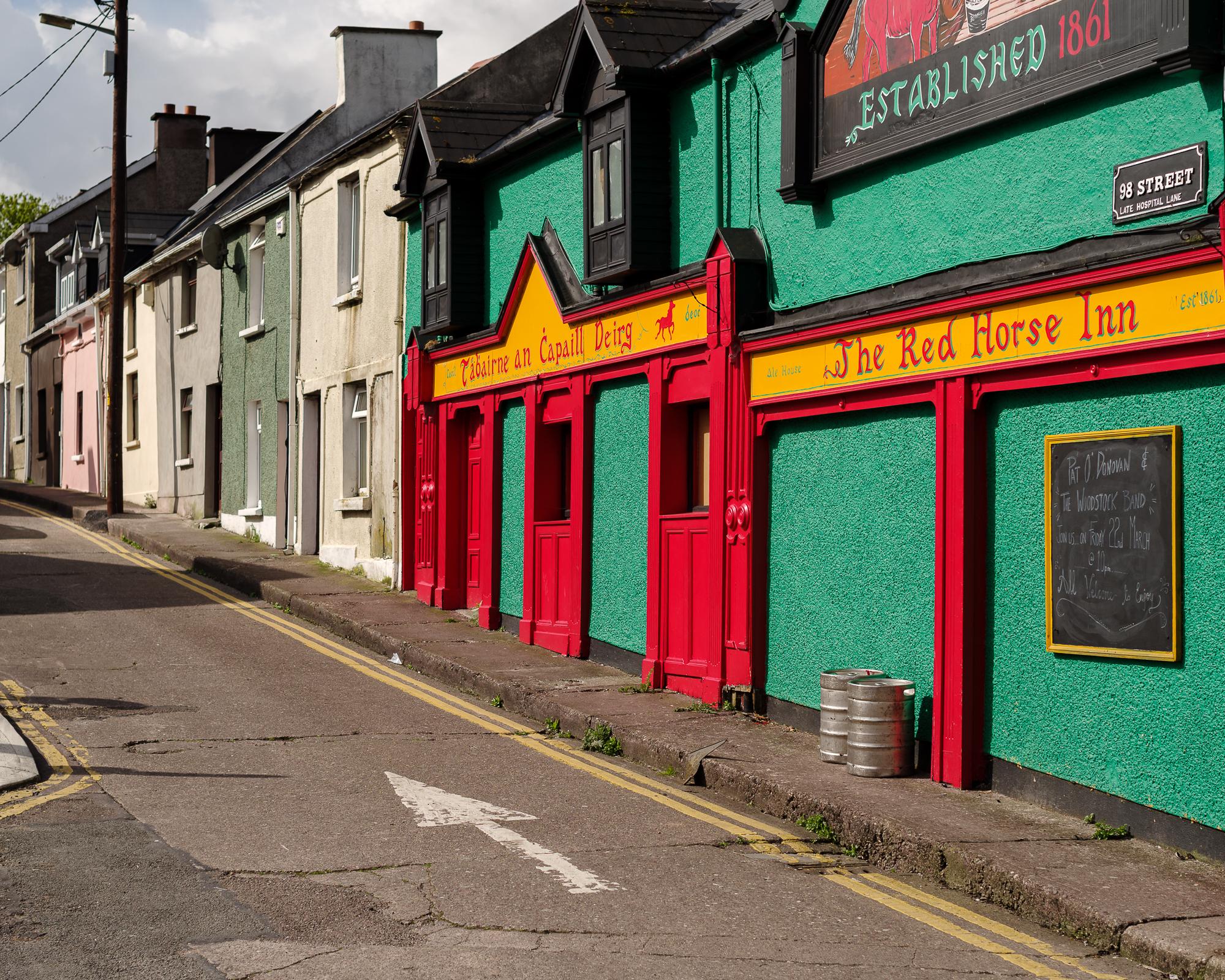 Kleurrijke pub in een volkswijk