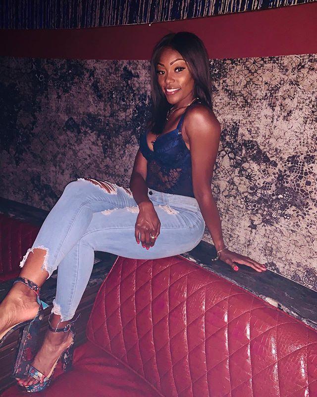 see me I'm just as foul as ya/but you ain't got no style in ya - AZ  #drip #wavy #sauce  #melanin #chocolate #vegas #sittingpretty #smile #entrepreneur #owner #songwriter #rapper #swipeleft #model #actress #powermoves #lyrics #thefirm #az #foxybrown #nas