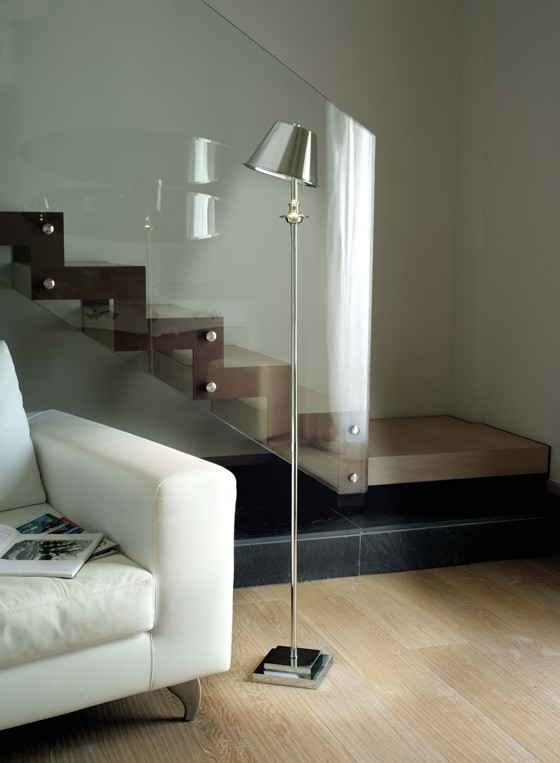 è.kuma cordless floor-standing reading light from Estro