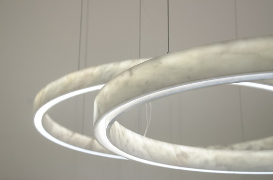 Inarchi light beam circle carrara marble ring pendant light close up