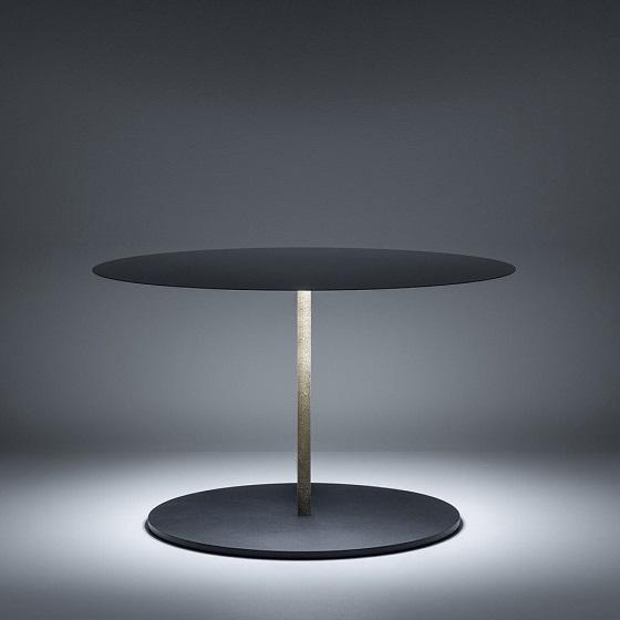 Davide Groppi Calvino light a a table centre_