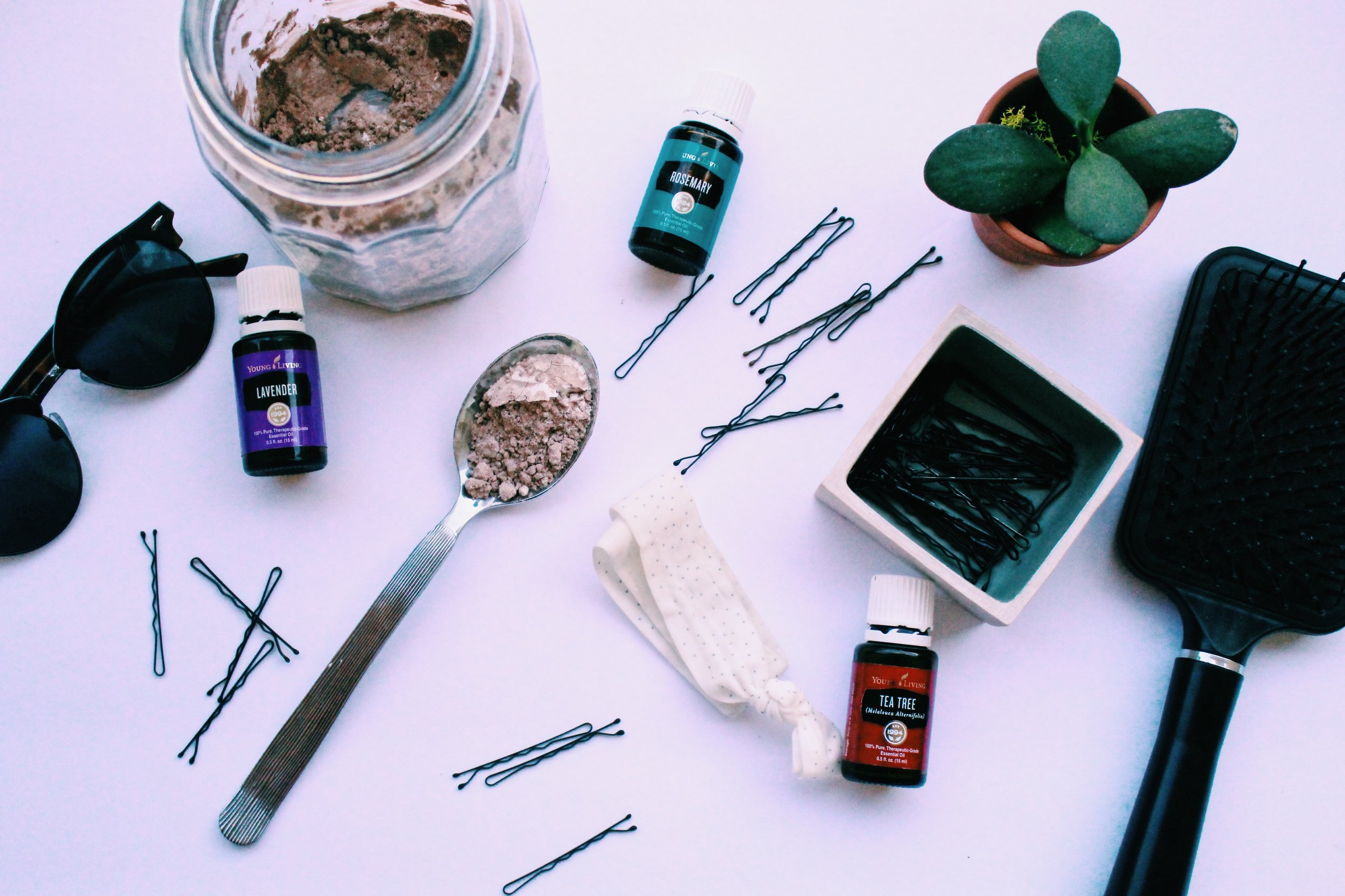 The Easiest DIY Dry Shampoo //