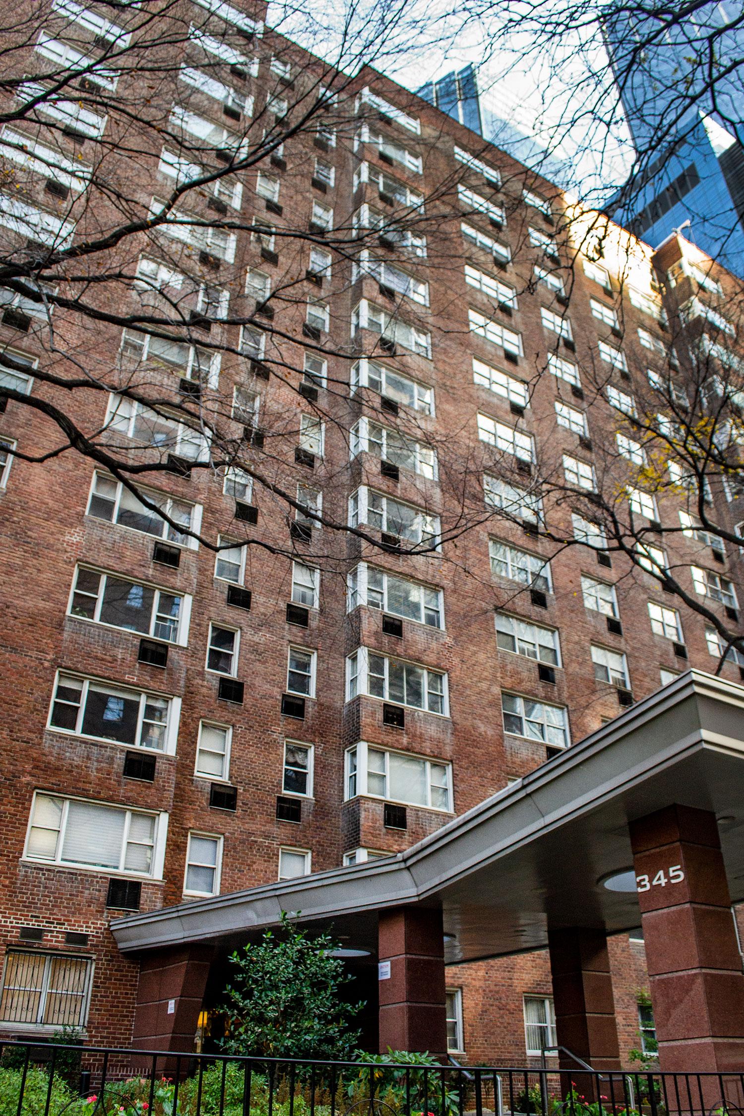 Coliseum Park Apartments -