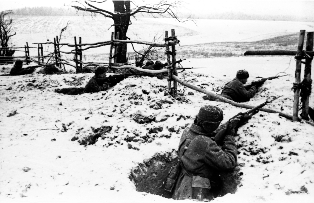 The deepening of a foxhole from lying down to standing: narrow one man foxholes, 1941. Source: RGAKFD 0-94214. (A.S. Shaikhet and Garanin).