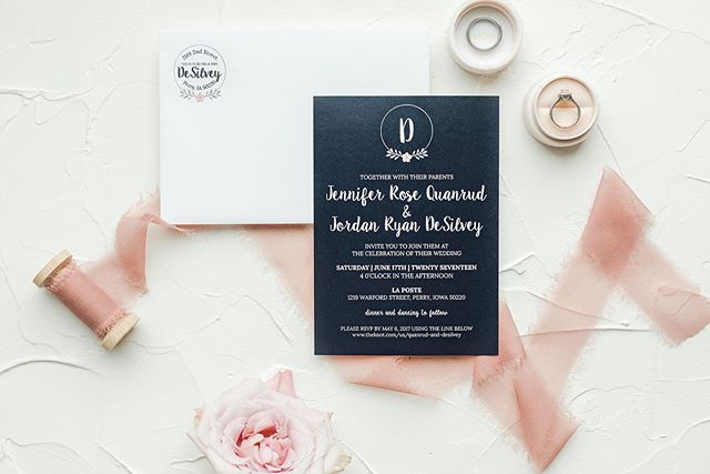 Love love love these matching initial & address seals!