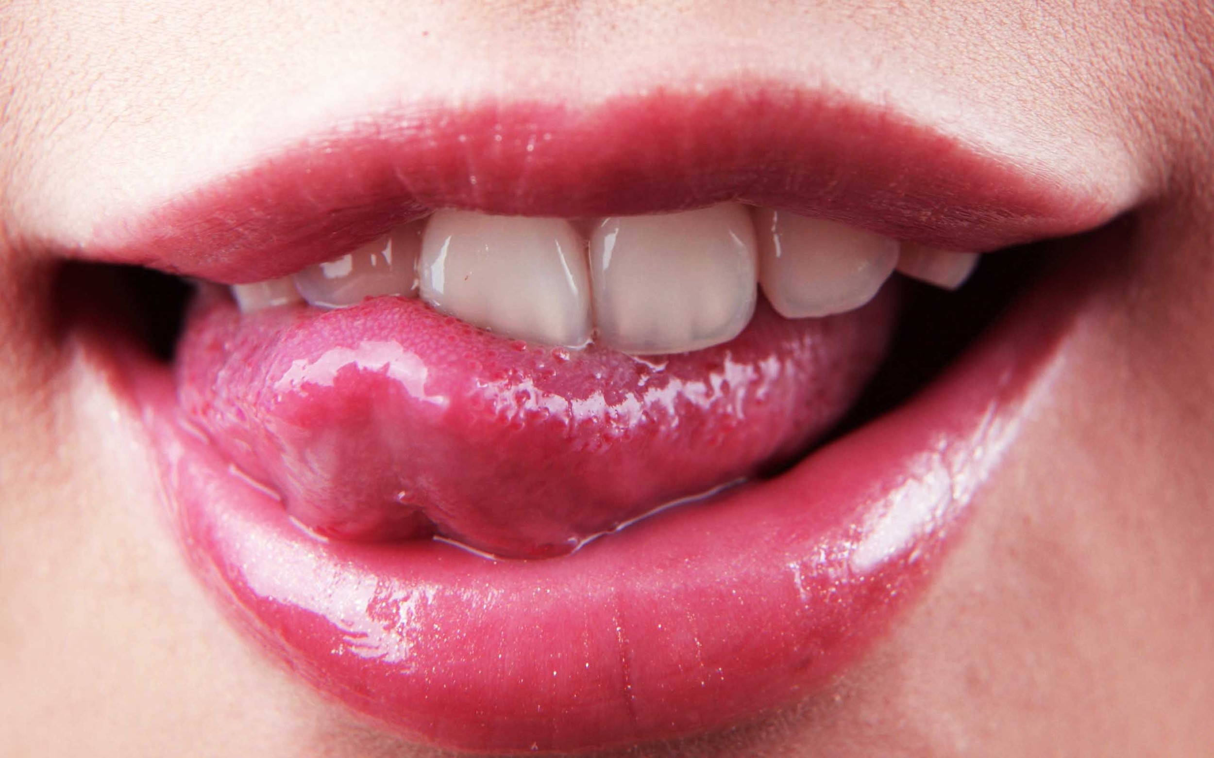 lips-tongue-873928-2560x1600.jpg