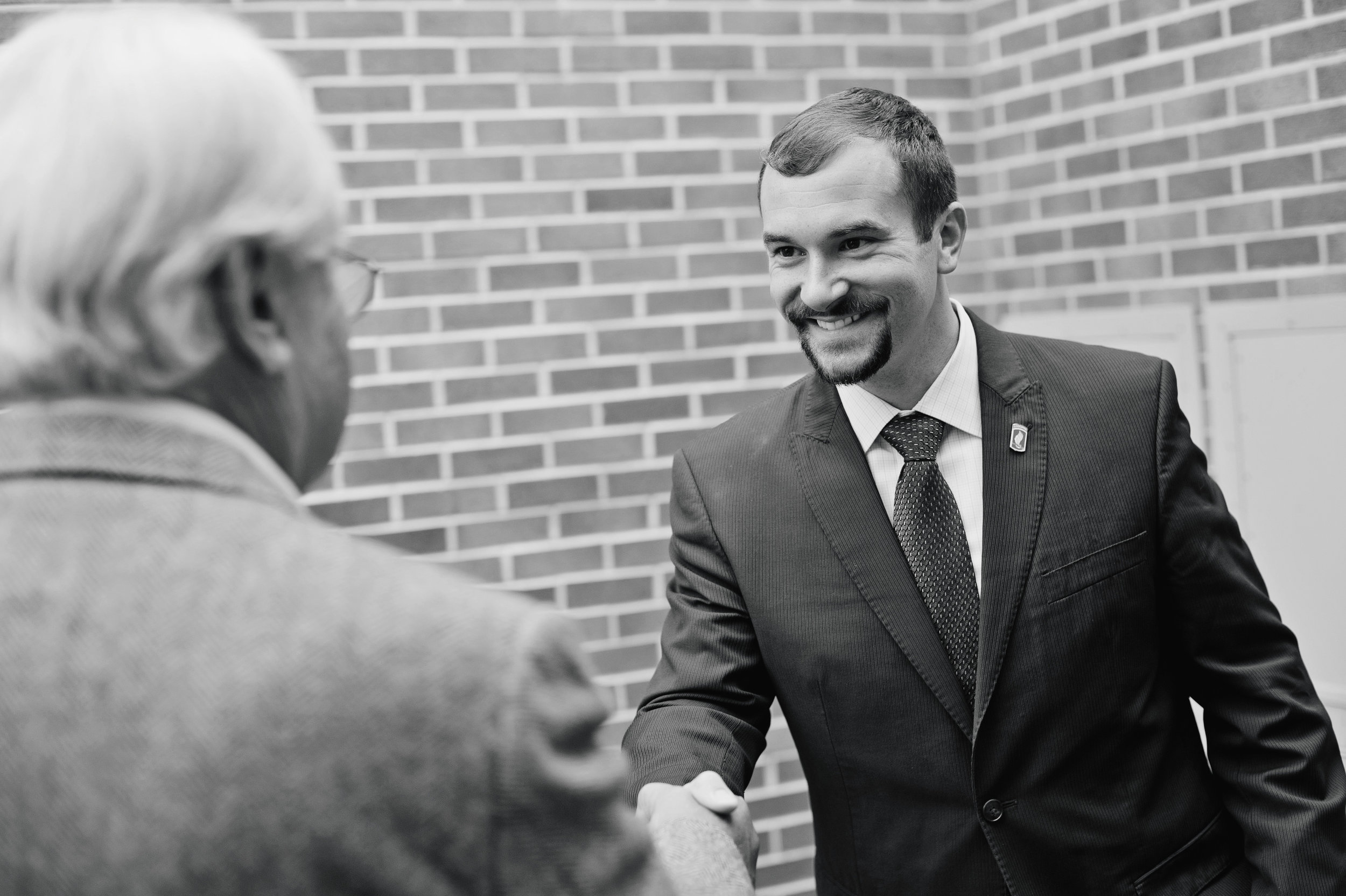 Sal shaking hands, Lee.jpg