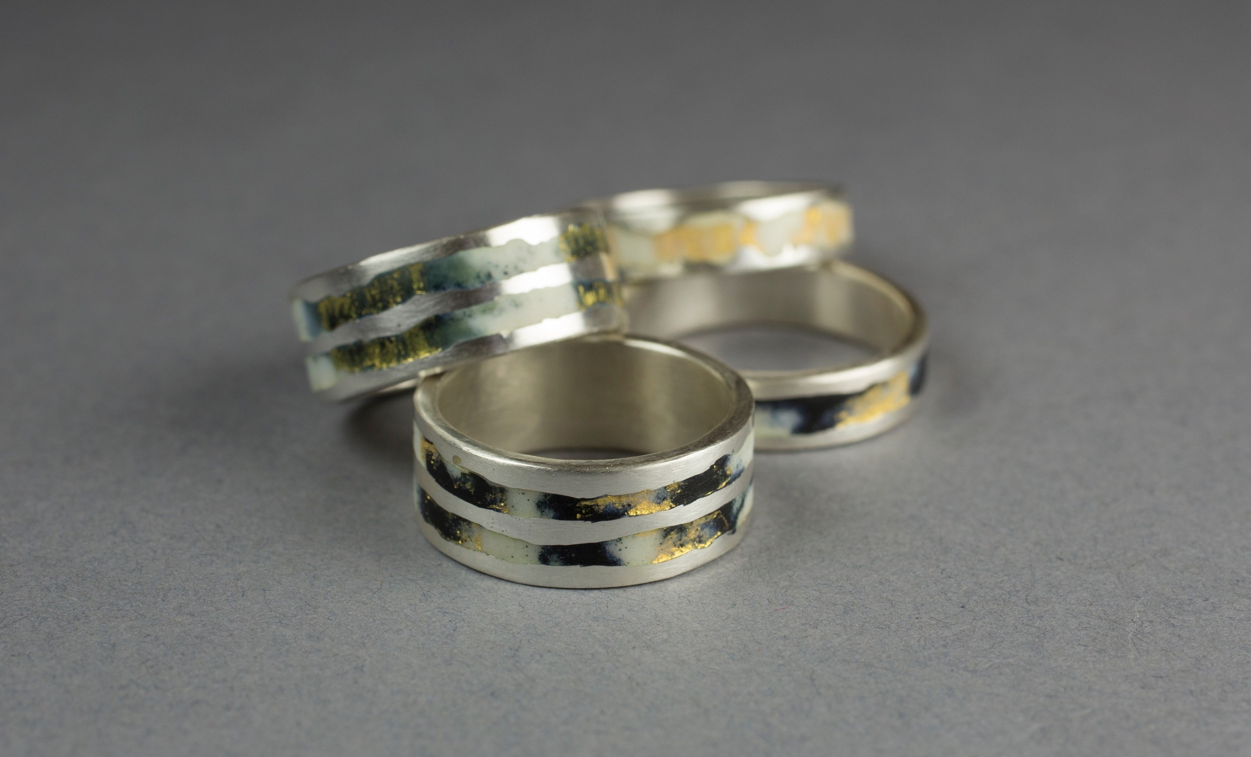 Enamelled rings