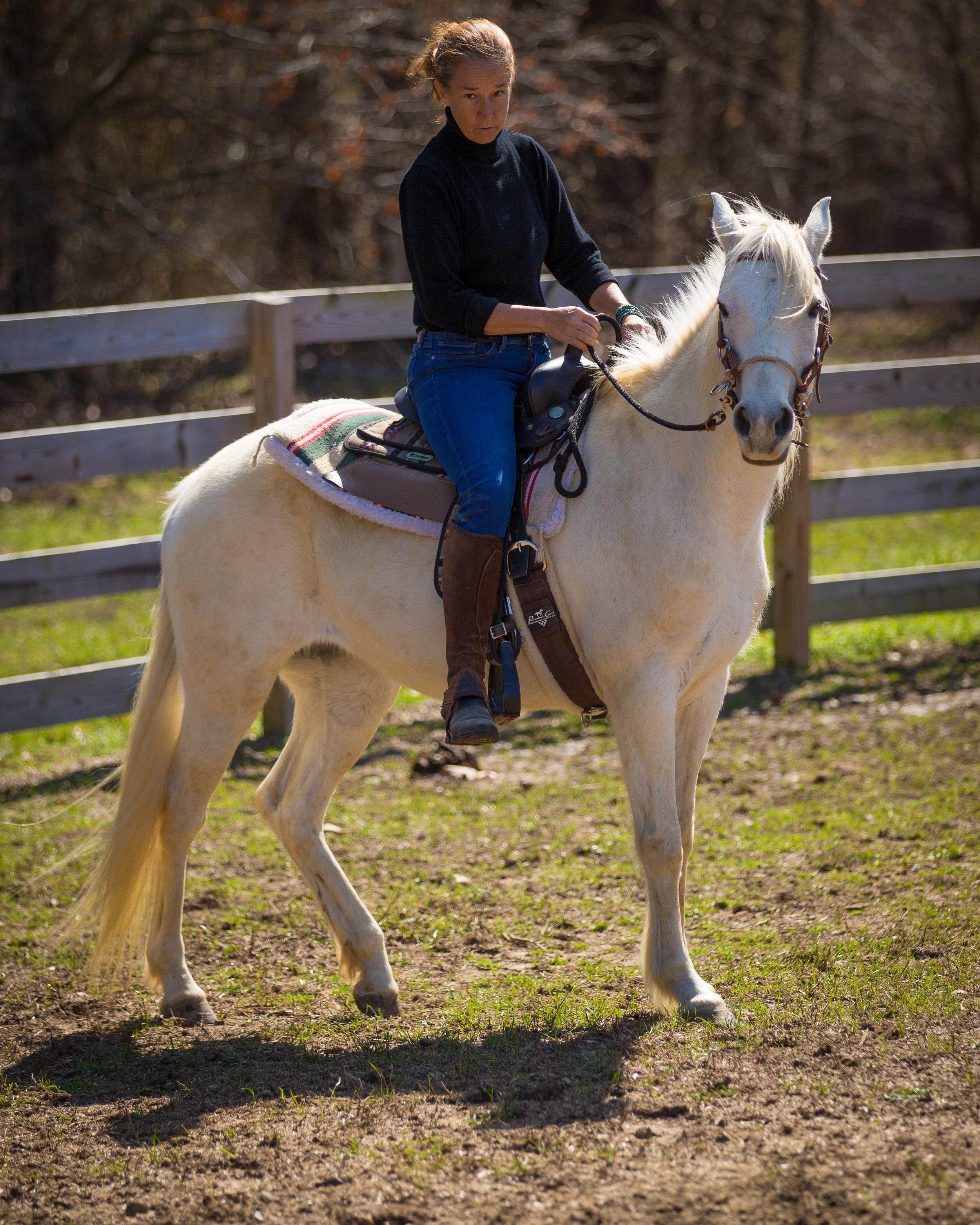 Kelly riding Motita