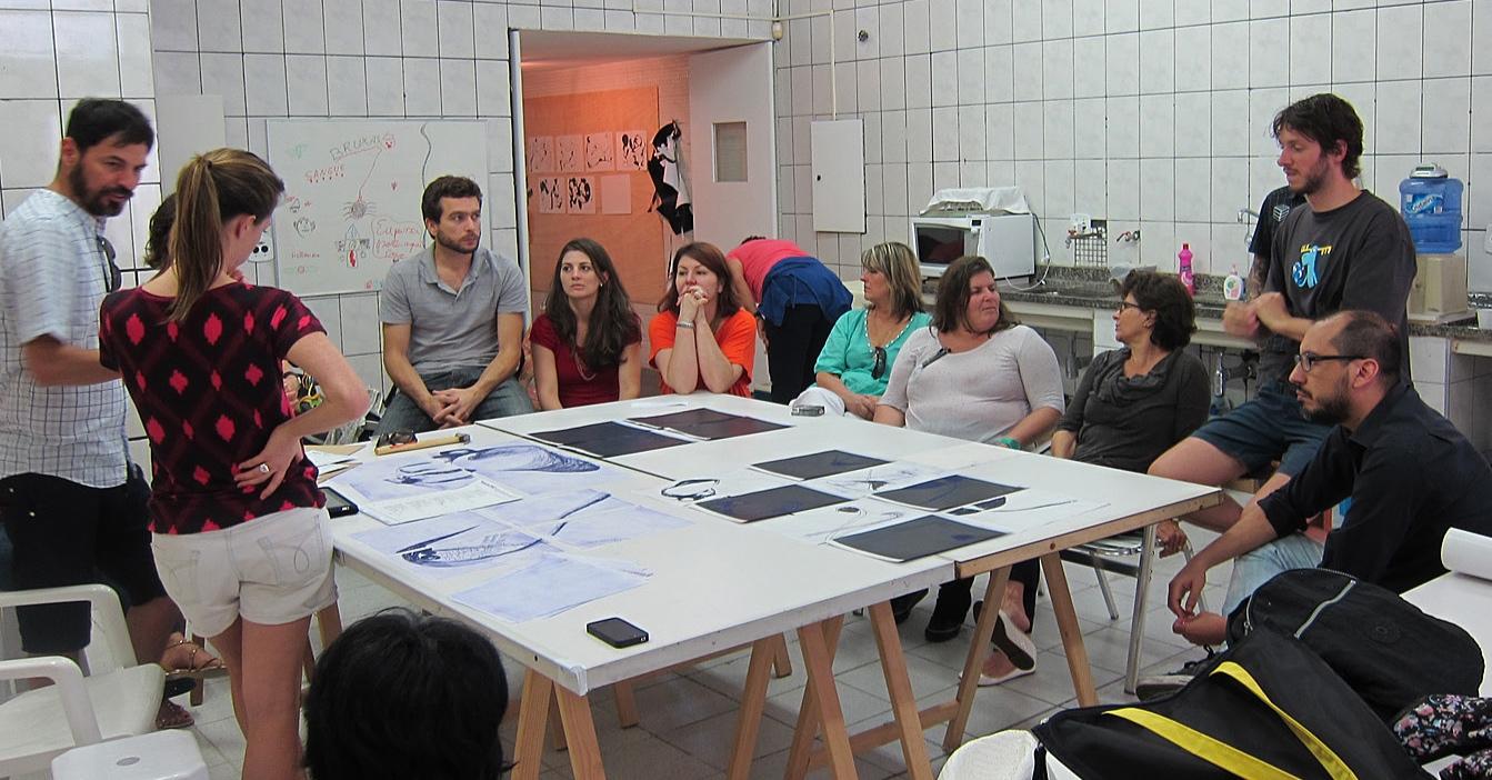 Aula do Grupo de acompanhamento de projetos do Hermes Artes Visuais com Nino Cais no Ateliê Alê