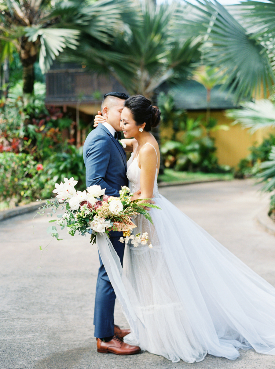 trynhphoto-stylemepretty-hawaii-wedding-photographer-honolulu-oahu-maui-57.jpg