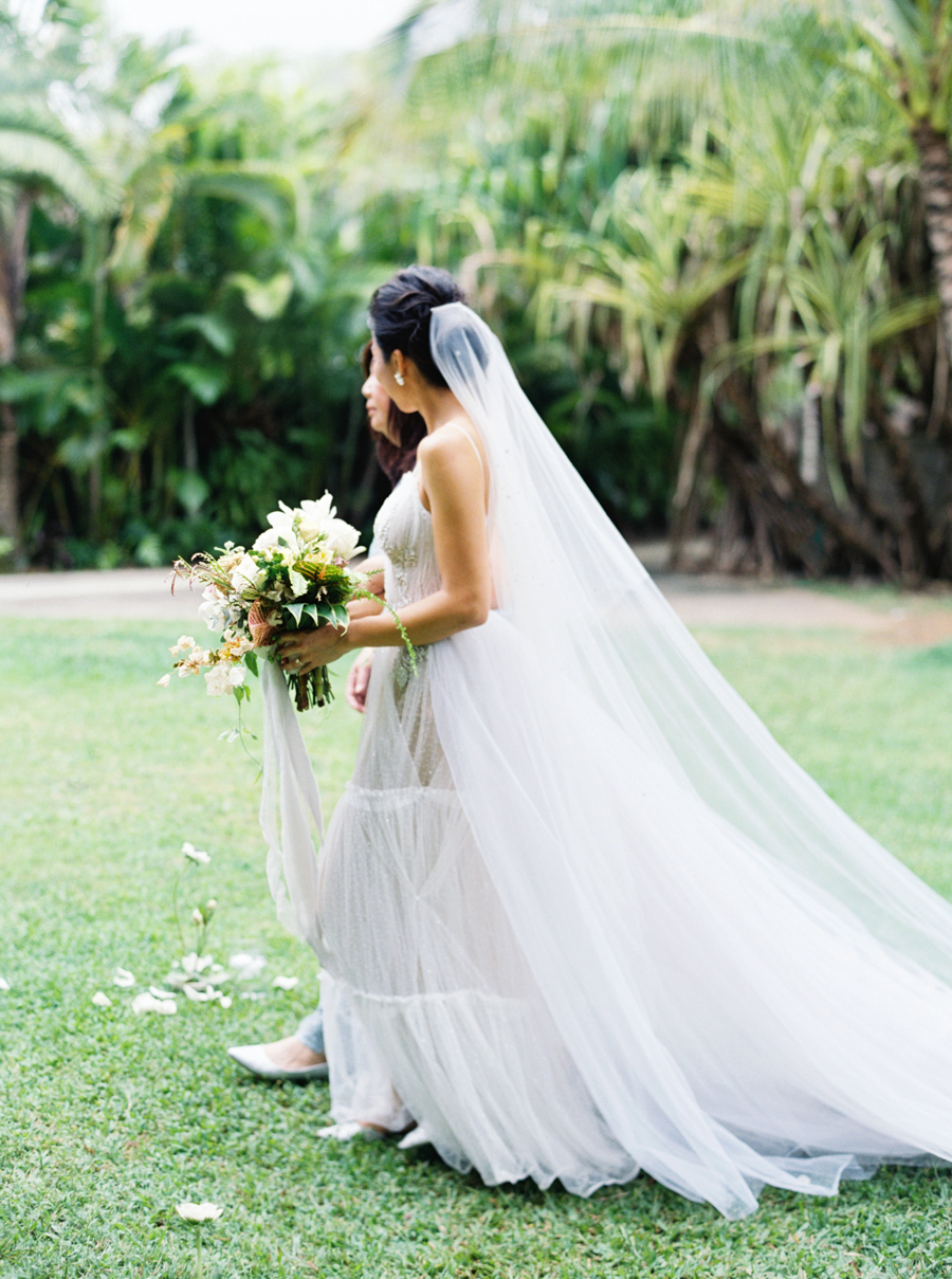 trynhphoto-stylemepretty-hawaii-wedding-photographer-honolulu-oahu-maui-80.jpg