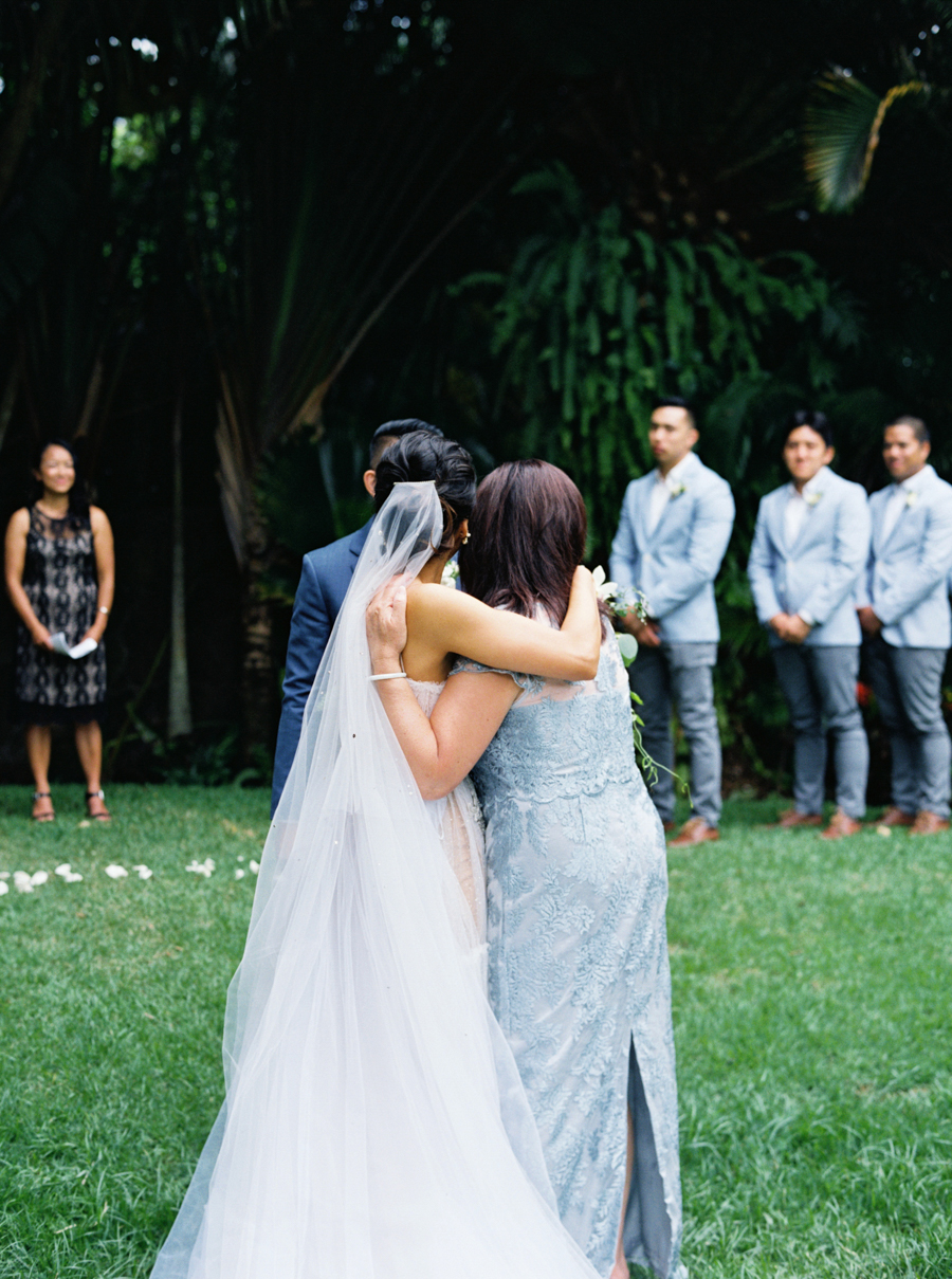 trynhphoto-stylemepretty-hawaii-wedding-photographer-honolulu-oahu-maui-82.jpg