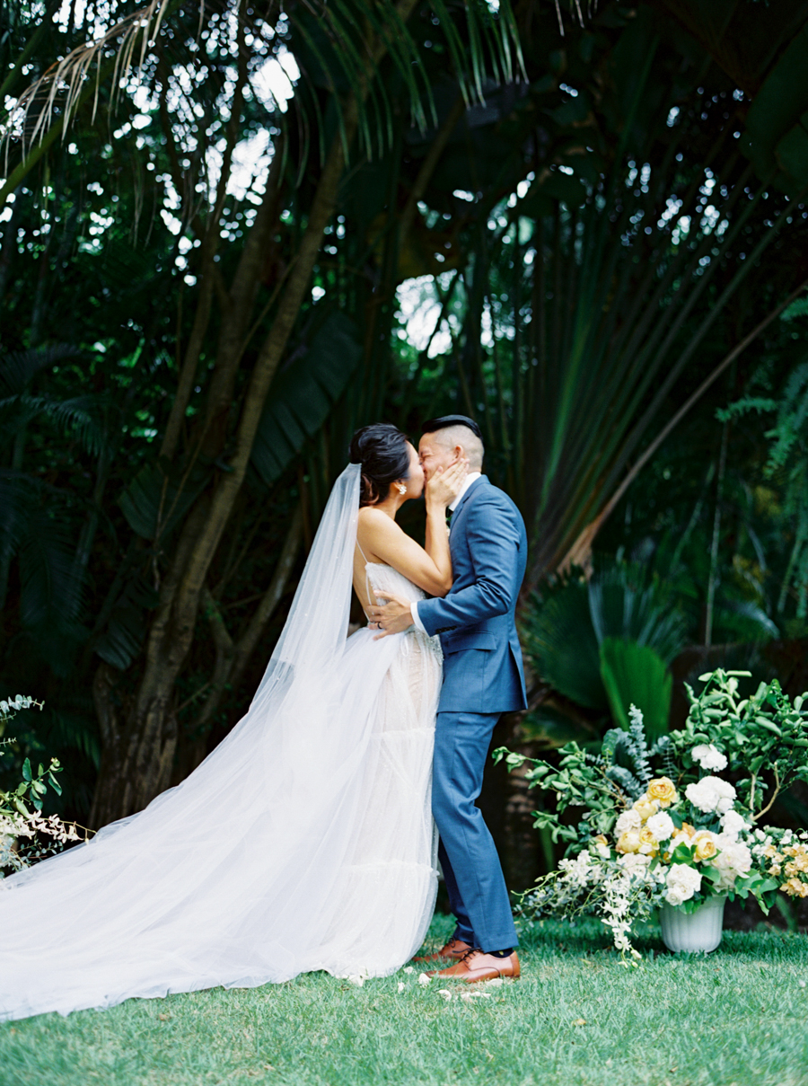 trynhphoto-stylemepretty-hawaii-wedding-photographer-honolulu-oahu-maui-88.jpg