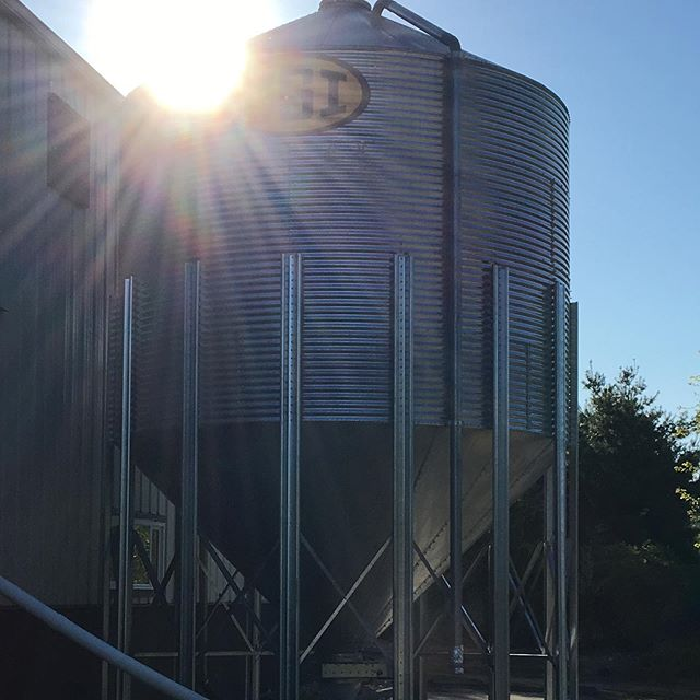 ***SUN BREAKING NEWS*** Beautiful morning at the malthouse. Getting ready to host MBAA New England Spring Meeting and introduce members to Stone Path Malt🌾🌾🌾