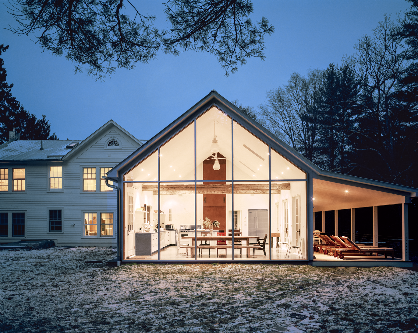 A cozy winter weekend getaway to the Floating Farmhouse in upstate New York is just two hours from NYC.