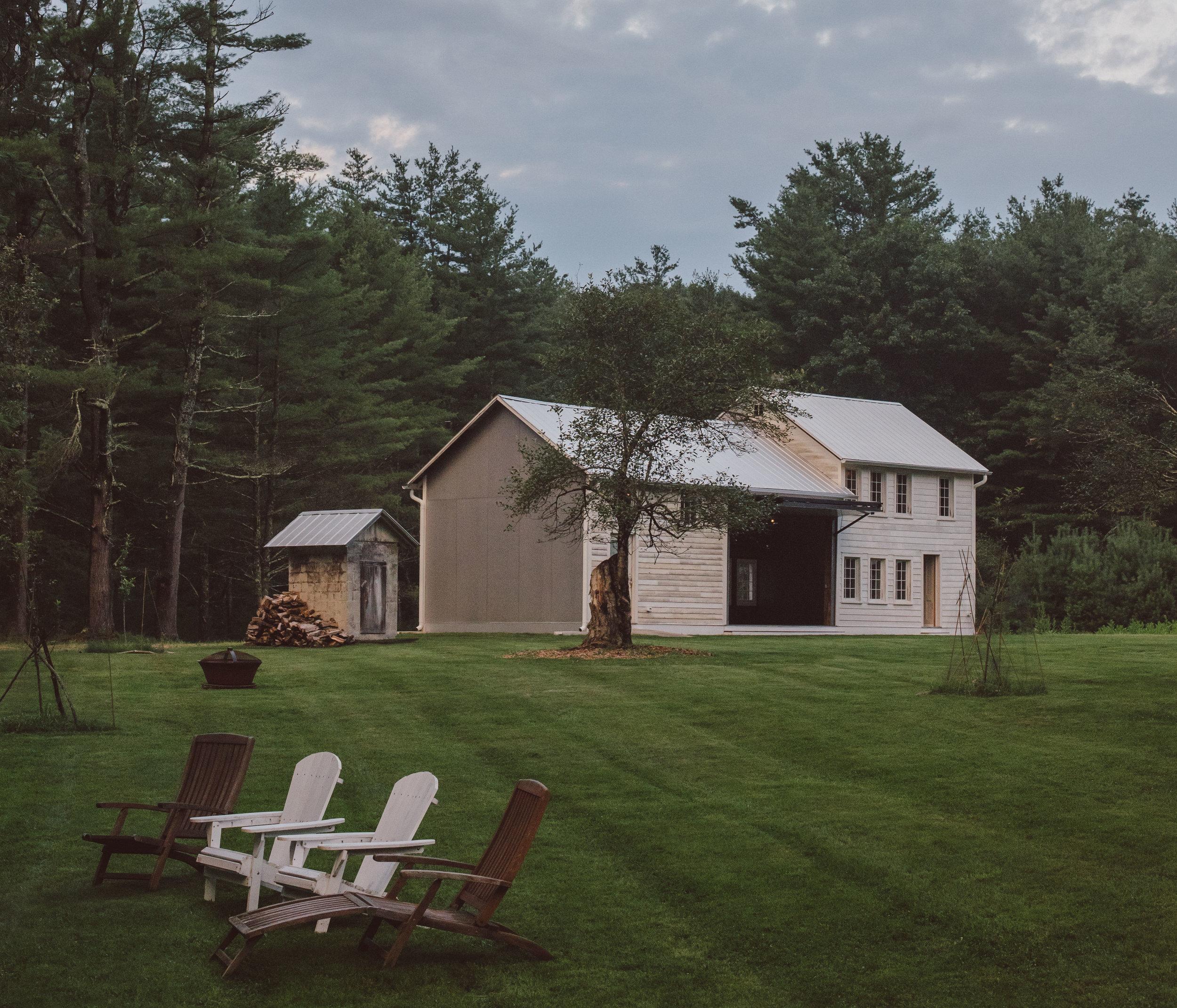 Floating-Farmhouse-Summer-2018-Content-Barn-Stills-Lawrence-Braun-0001-0020.jpg