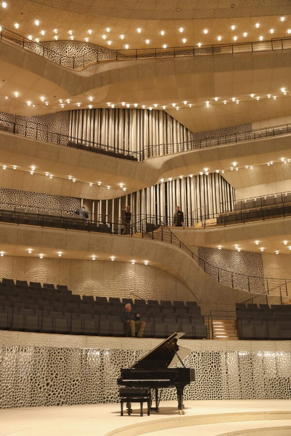 Optimized-elbphilharmonie-concert-hall-completed-20161104-095041-067.jpg