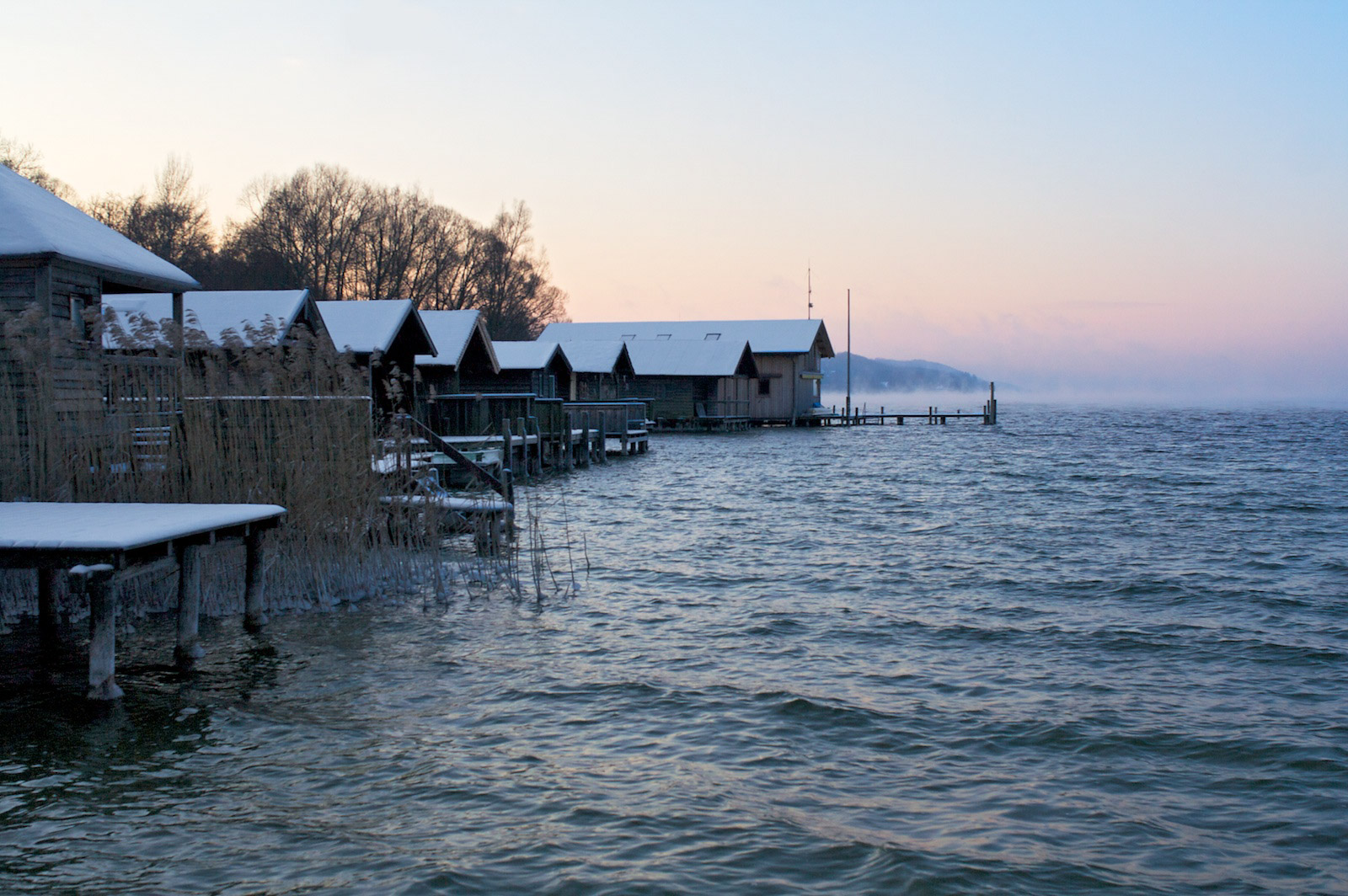 Bootshütten Percha rasch abkühlender See 20.12.jpg