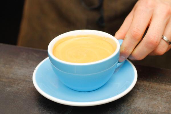 Café Noir ou Filter Shot servi chez Honor à Paris