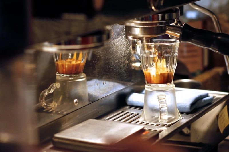 coffee-shop-espresso-loustic-cafe-de-specialite-lineal-la-marzocco