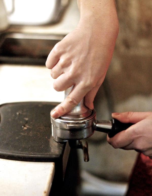 barista-cafe-de-specialite-baristas-et-associes-coffee-shop-interview-formation-consulting-conseil-meilleurs-tasser-espresso