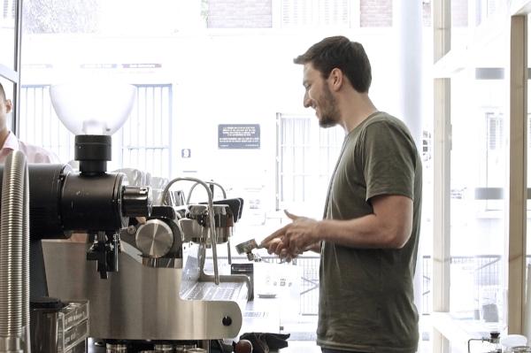 Steaven-Marks-Barista-Coutume-Café-Coffee-Shop-Torréfacteur-cafe-de-specialite-specialty-expert-cafe