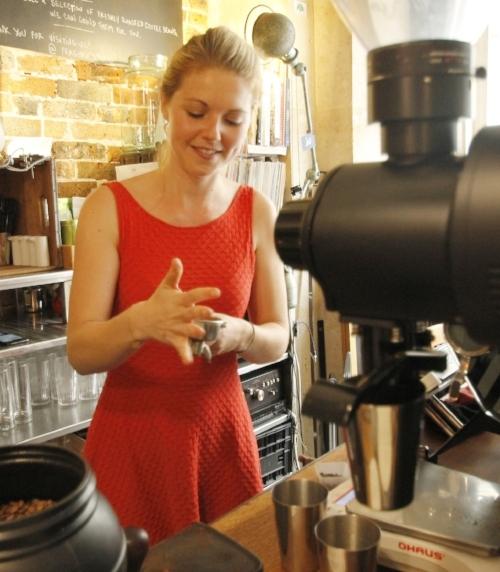 Clementine-labussiere-fragments-paris-barista-coffee-shop-interviw-cafe-de-specialite-specialty