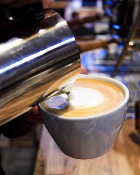 cappuccino-flat-white-latte-coffee-shop-hexagone-paris-barista-conseil-baristas-et-associes-index-difference.jpg