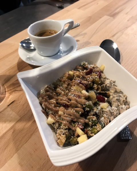 roche-coffee-shop-paris-gastronomie-espresso-cafe-de-specialite-specialty-france-barista-guide-baristas-et-associes-porridge-granola-delicious.jpg