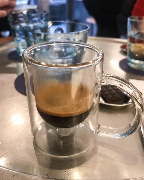 le-cafe-alain-ducasse-coffee-shop-paris-gastronomie-espresso-cafe-de-specialite-specialty-france-barista-guide-baristas-et-associes-chocolat.jpg