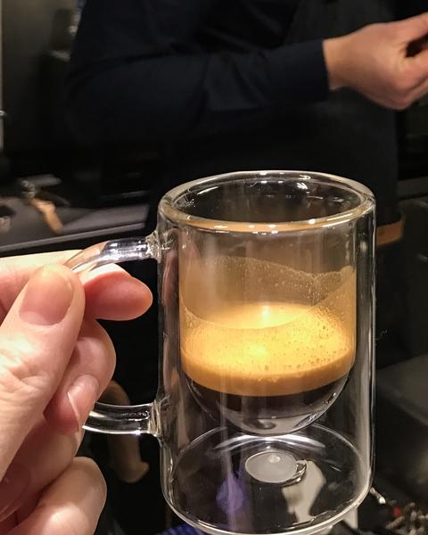 le-cafe-alain-ducasse-coffee-shop-paris-gastronomie-espresso-cafe-de-specialite-specialty-france-barista-guide-baristas-et-associes.jpg