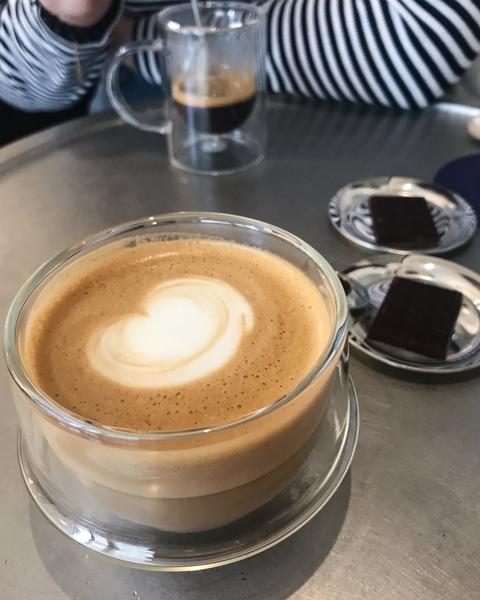 le-cafe-alain-ducasse-coffee-shop-paris-gastronomie-espresso-cappuccino-latte-art-cafe-de-specialite-specialty-france-barista-guide-baristas-et-associes.jpg