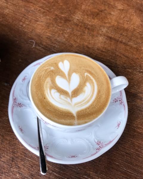 cafe-lomi-cappuccino-latte-art-flat-white-coffee-shop-paris-gastronomie-espresso-cafe-de-specialite-specialty-france-barista-guide-baristas-et-associes.jpg