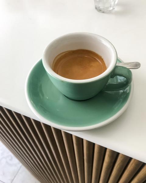 5-pailles-coffee-shop-paris-cappuccino-acme-double-doppio-comptoir-espresso-cafe-de-specialite-specialty-france-barista-guide-baristas-et-associes.jpg.jpg