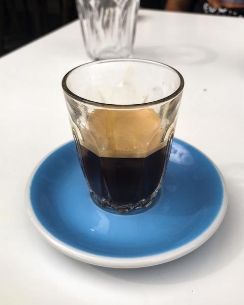 neighbours-coffee-shop-paris-gastronomie-espresso-cafe-de-specialite-specialty-france-barista-guide-baristas-et-associes-doppio-double.jpg