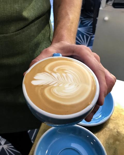 neighbours-coffee-shop-paris-gastronomie-espresso-latte-art-flat-white-cappuccino-cafe-de-specialite-specialty-france-barista-guide-baristas-et-associes.jpg