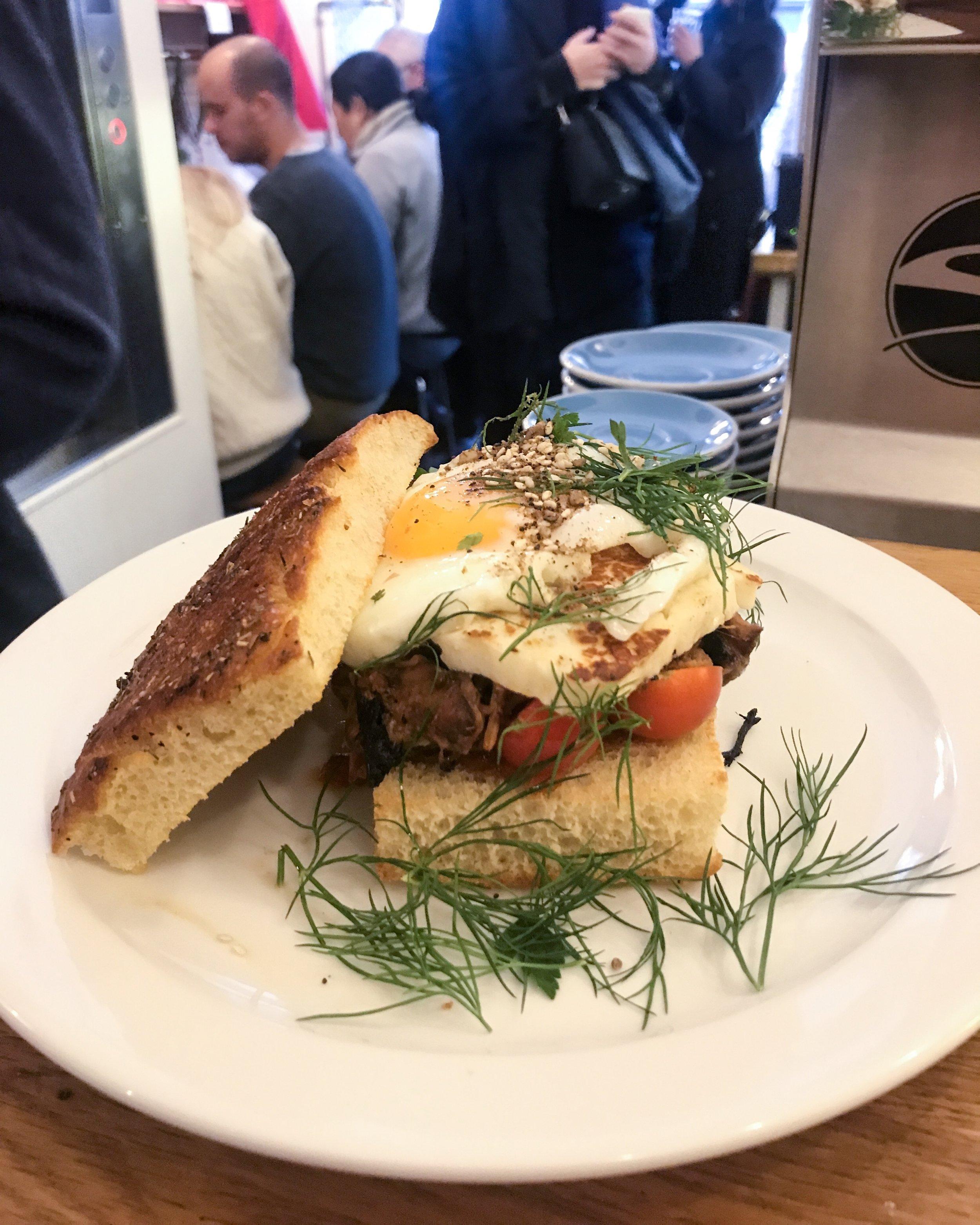 neighbours-coffee-shop-paris-gastronomie-espresso-cafe-de-specialite-specialty-france-barista-guide-baristas-et-associes-sandwich.jpg