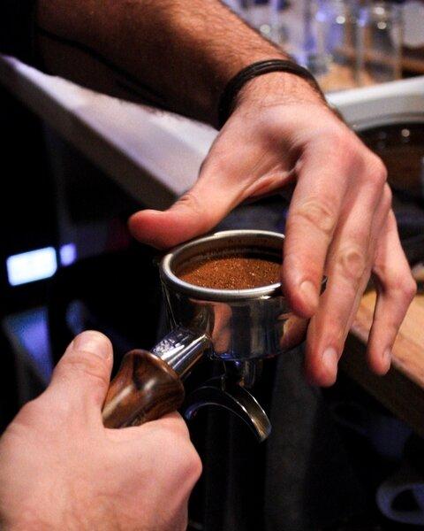 2. LES BONS GESTES POUR PRÉPARER UN CAFÉ -
