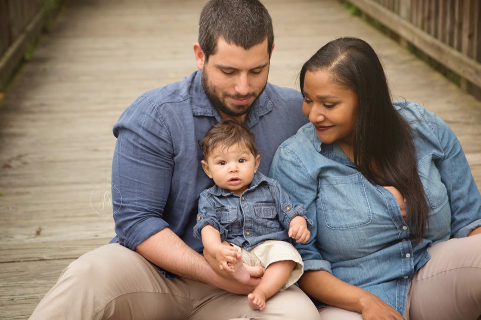 Outdoor family session with baby in Leesylvannia State Park