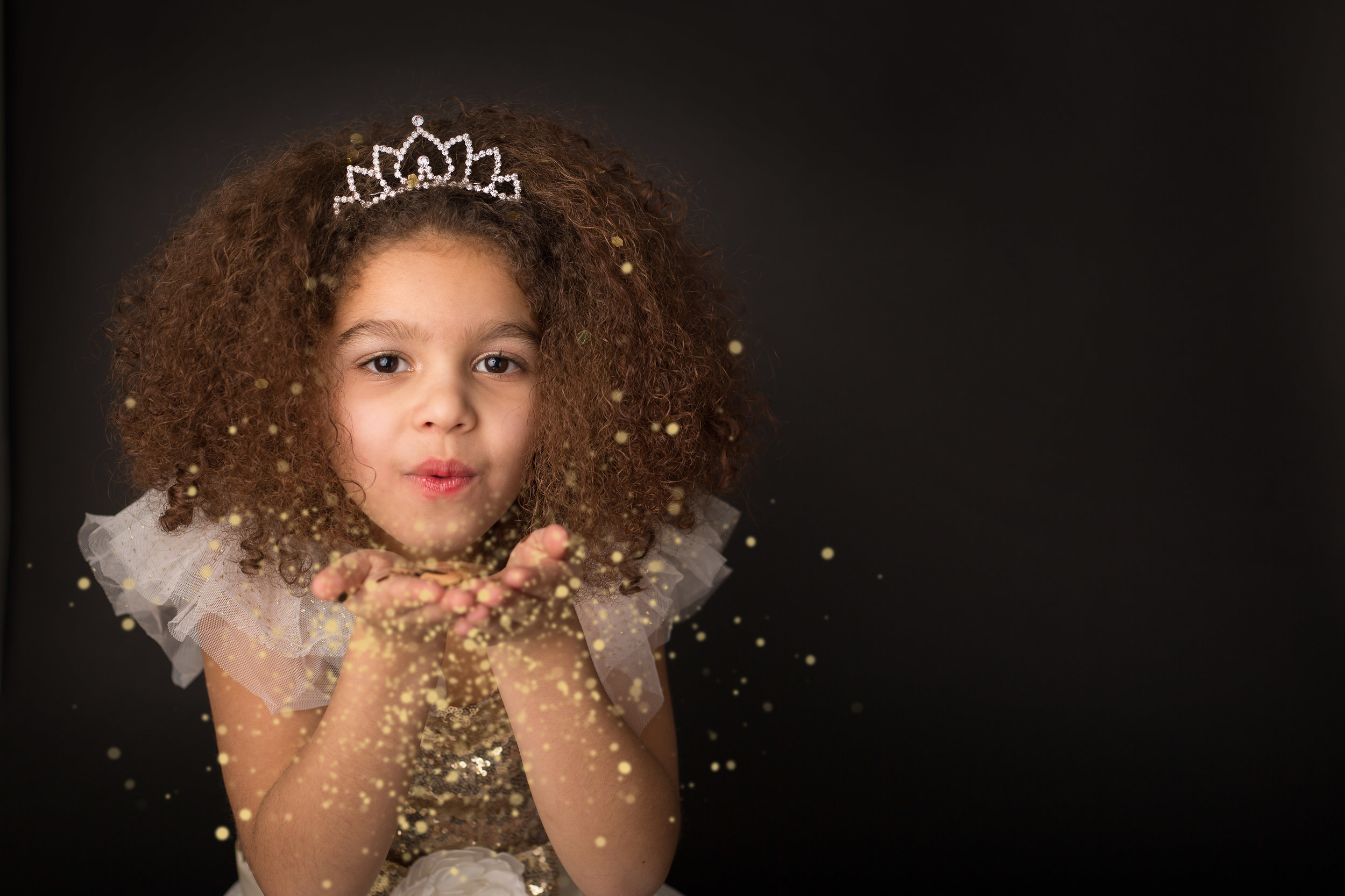 Boutique glitter and gold mini session for girls 4 to 8 years old.