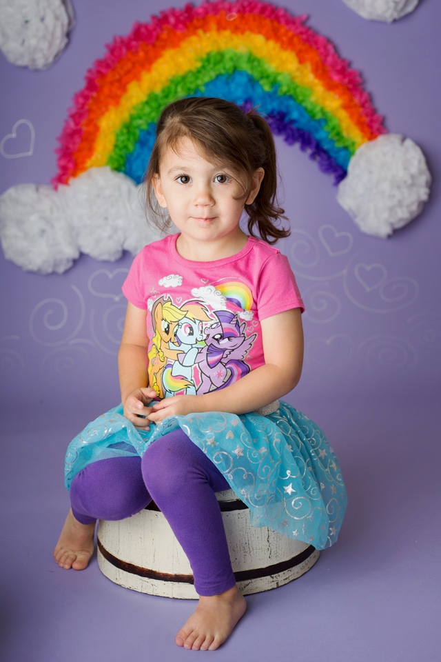4 year old girl sitting on bucket for birthday cake smash in studio with Jessica LS Photography in Woodbridge, VA